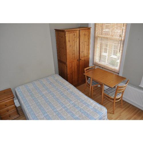 Studio To RentPerham Road, West Kensington / Barons Court, LondonW14 9SS£160 pw / £693 pcm