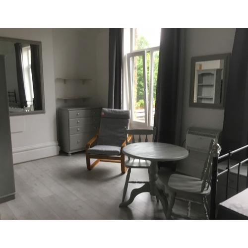 Studio To RentShepherds Bush Road, Hammersmith, LondonW6 7PH£242 pw / £1,050 pcm