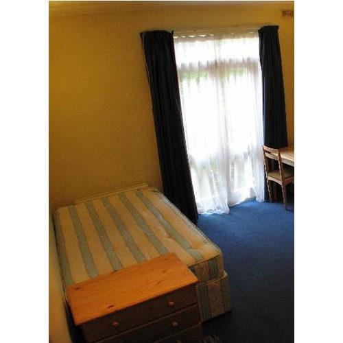Studio To RentStile Hall Gardens, Chiswick, LondonW4 3BU£130 pw / £563 pcm