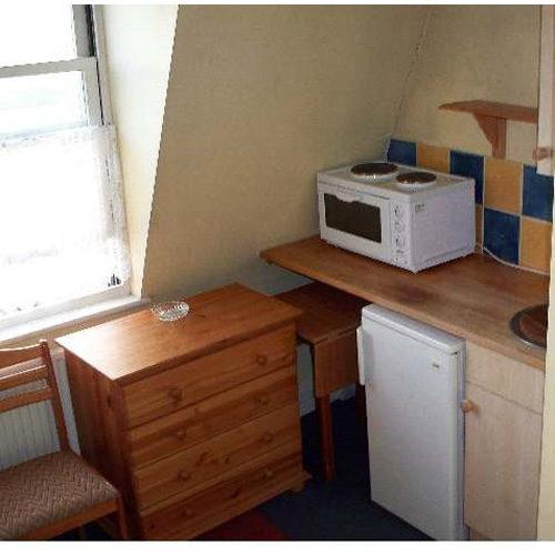 Studio To RentElsham Road, Holland Park, LondonW14 8HD£145 pw / £628 pcm