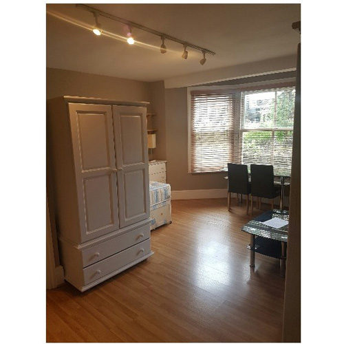 Studio To RentBedford Hill, BalhamSW12 9HE£160 pw / £693 pcm