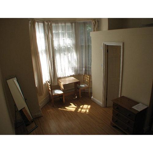 Studio To RentRavenscroft Road, Chiswick, LondonW4 5EQ£130 pw / £563 pcm