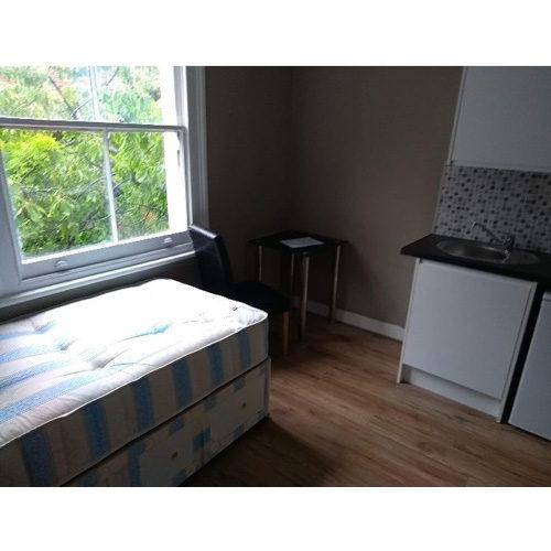 Studio To RentMatheson Road, West Kensington/Barons CourtW14 8SW£110 pw / £477 pcm