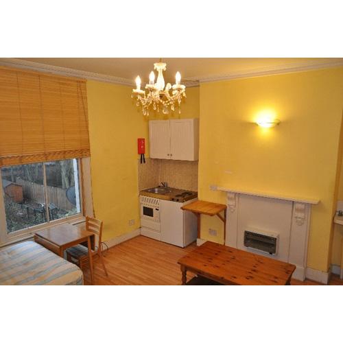 Studio To RentHammersmith Grove, LondonW6 7HB£130 Pw / £